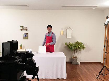 撮影風景「モコモコ泡スプレー」店頭動画